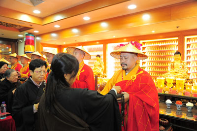 http://old.buddhism.org.hk/upload/editorfiles/2009.11.19_7.29.6_7966.JPG