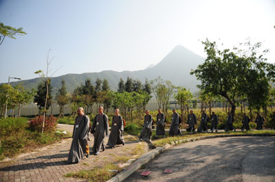 http://old.buddhism.org.hk/upload/editorfiles/2009.12.5_9.46.42_8791.JPG